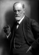 Sigmund Freud, fumando. 1922. Fotografía de Max Halberstadt.