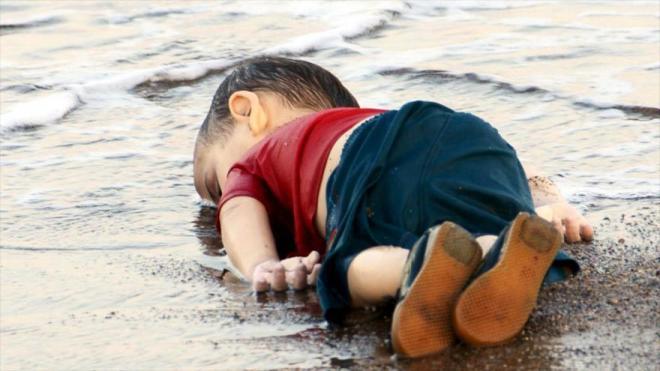 Aylan Kurdi, de tres años, muerto en la playa de Bodrum