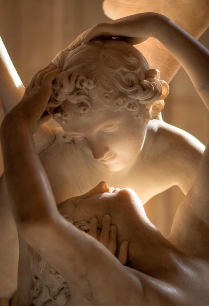 psique-reanimada-por-el-beso-del-amor-antonio-canova